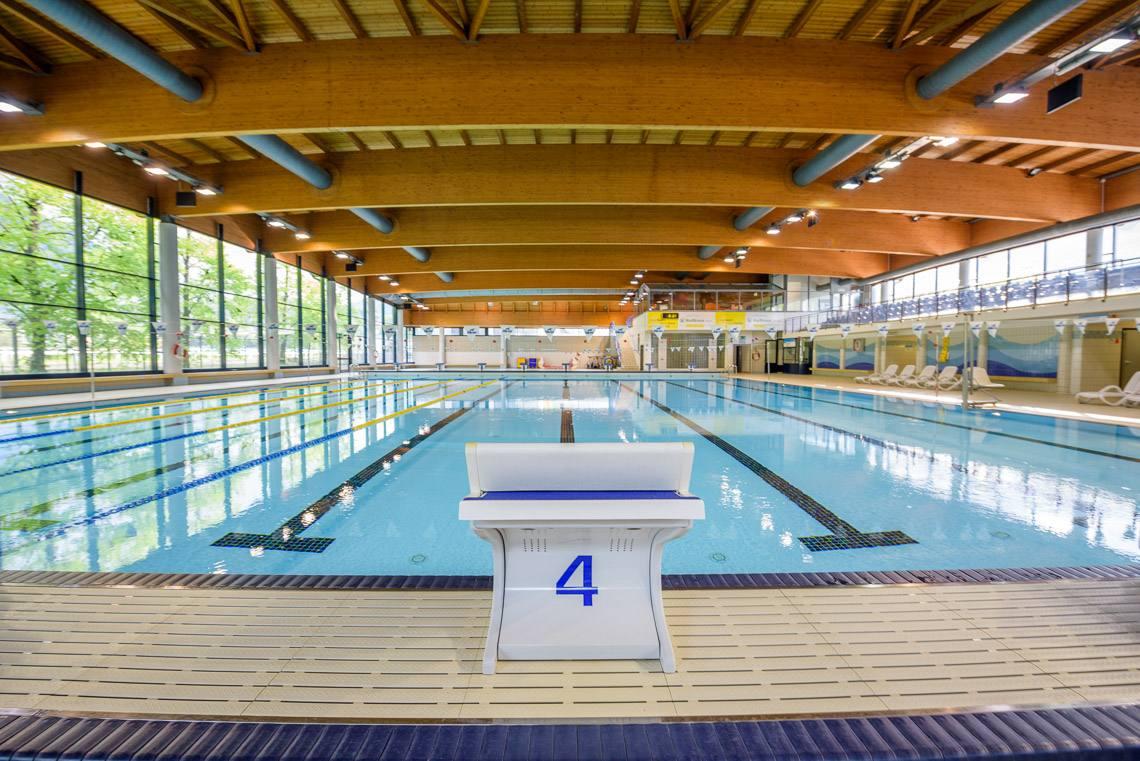 Piscina coperta meranarena alto adige per tutti - Fabbisogno termico piscina coperta ...