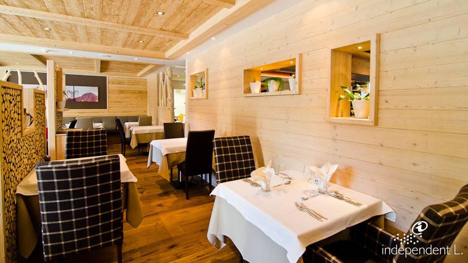 Hotel Restaurant Pizzeria A Roquefort En Aveyron