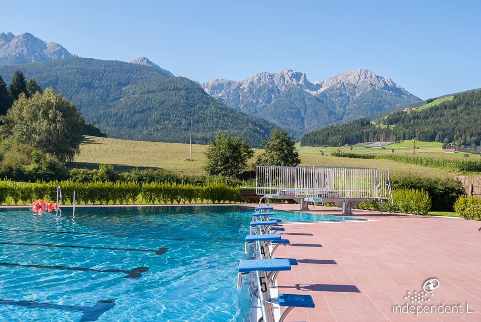 Piscina all 39 aperto a valdaora alto adige per tutti - Hotel valdaora con piscina ...